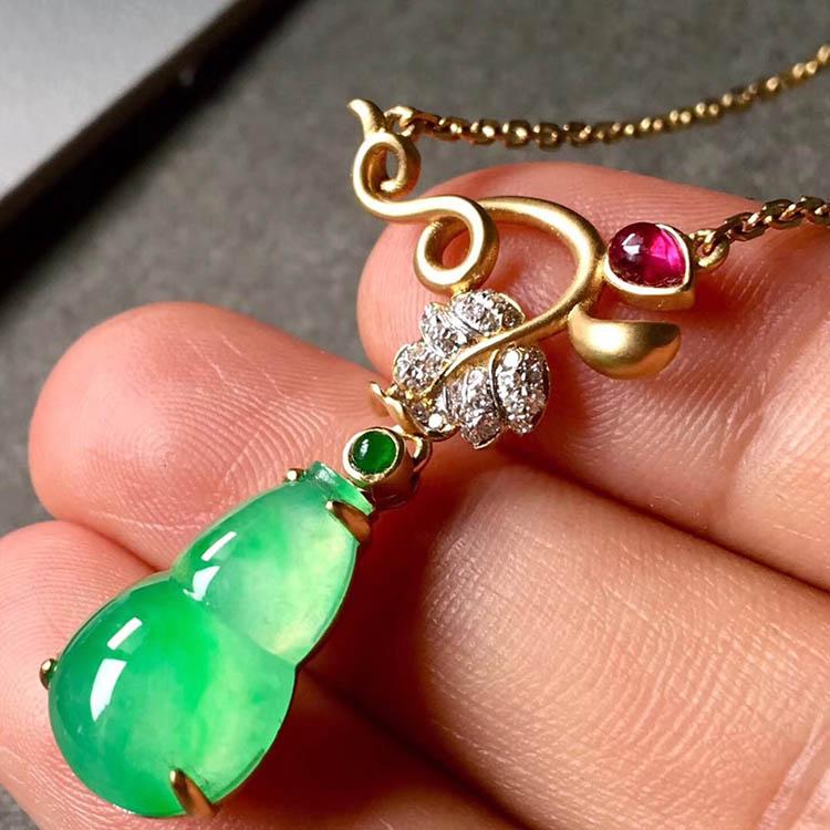 冰种阳绿葫芦翡翠项链第3张