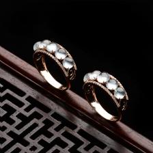 无色玻璃种起莹光翡翠镶金钻戒指(单价)