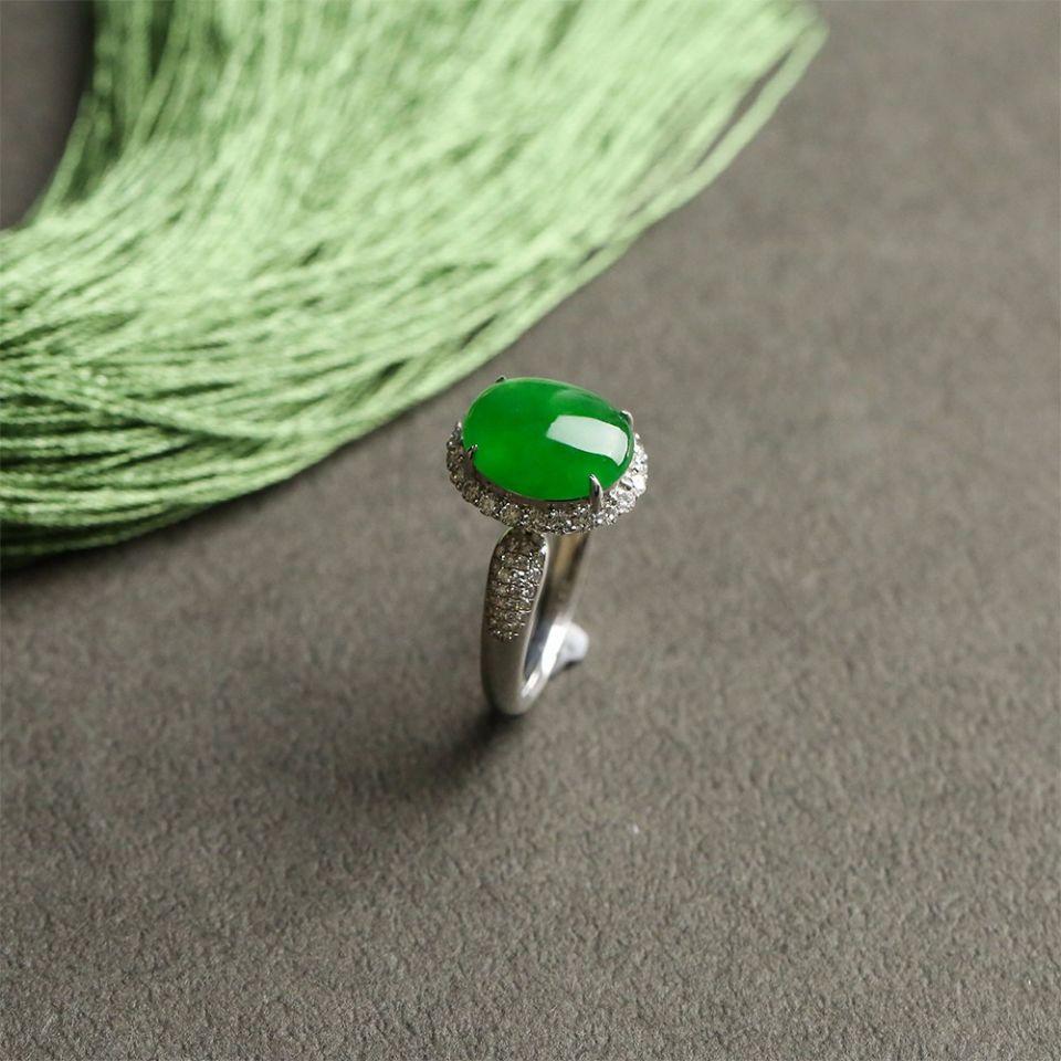 冰种翠色翡翠戒指 镶白金钻石第5张