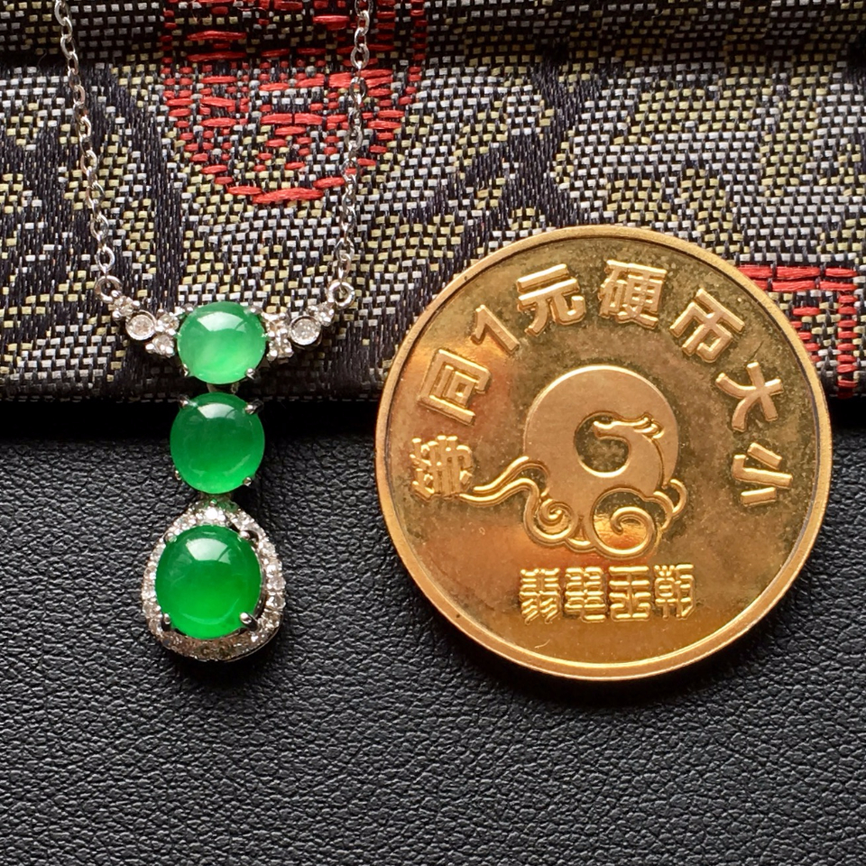 冰种翠色锁骨翡翠链镶白金钻石第8张