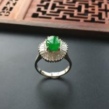阳绿冰种镶白金钻石翡翠戒指