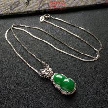 糯冰种阳绿葫芦翡翠项链 镶白金钻石