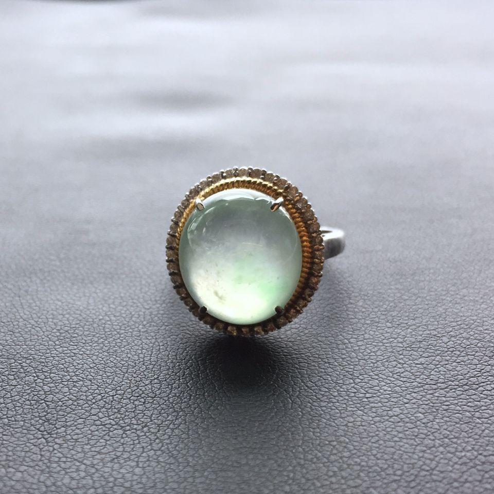 晴水冰种略飘花翡翠戒指 镶彩金钻石