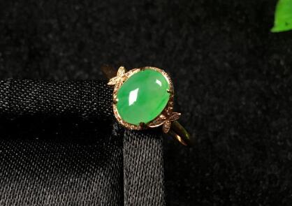 冰种满绿蛋面天然翡翠戒指.jpg