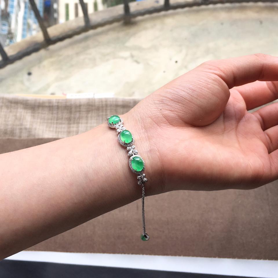 翠色冰种翡翠手链 镶白金钻石第5张