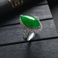 阳绿糯冰种马眼翡翠戒指