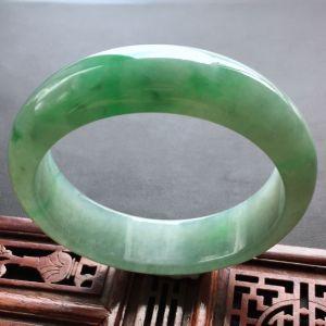 飘绿冰种翡翠手镯