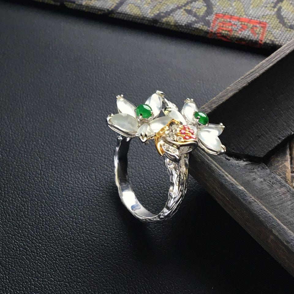 冰种无色花型翡翠戒指 镶彩金钻石第4张