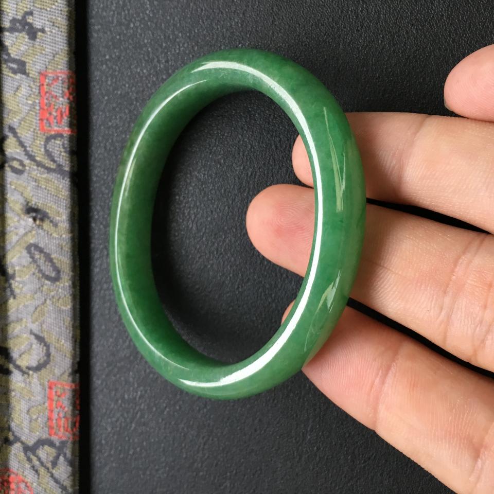 冰种满绿翡翠手镯 (贵妃)第5张