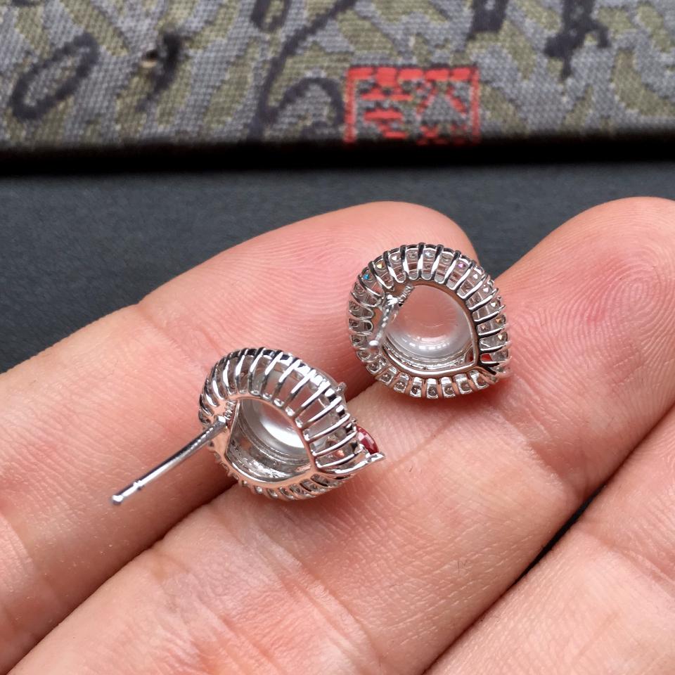 无色冰玻种起光翡翠耳钉一对 镶白金钻石第8张