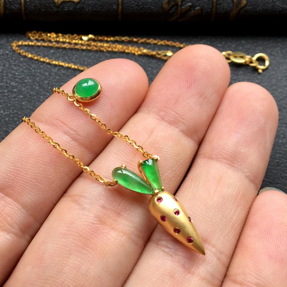 冰种飘翠胡萝卜锁骨翡翠项链 镶18k金红宝石第5张