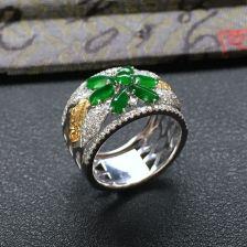 阳绿冰种花型翡翠戒指 镶白金钻石