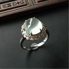 晴水冰种镶白金钻石翡翠戒指