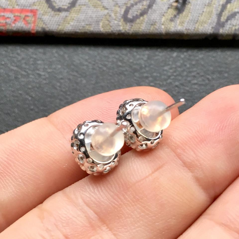冰种阳绿翡翠耳钉一对 镶白金钻石第7张