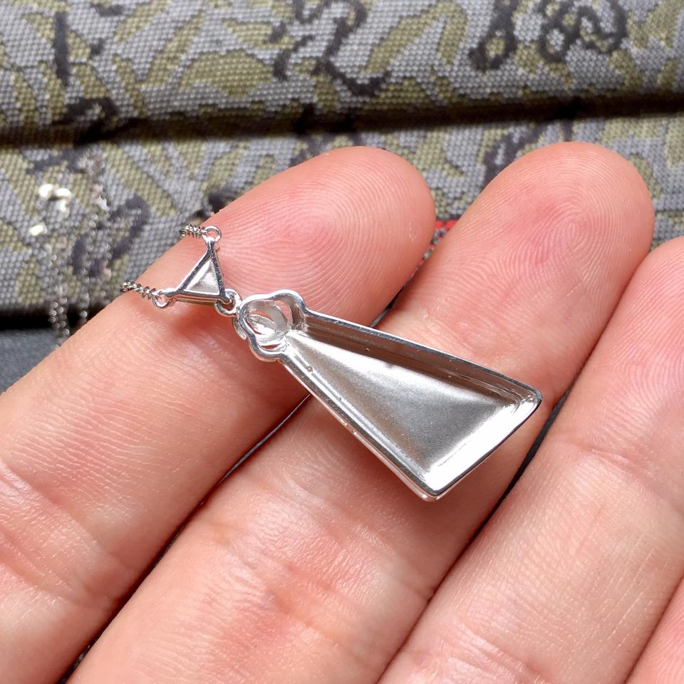 冰种深绿随形翡翠锁骨链镶白金钻石第6张