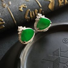 阳绿糯冰种水滴翡翠耳钉 镶白金钻石
