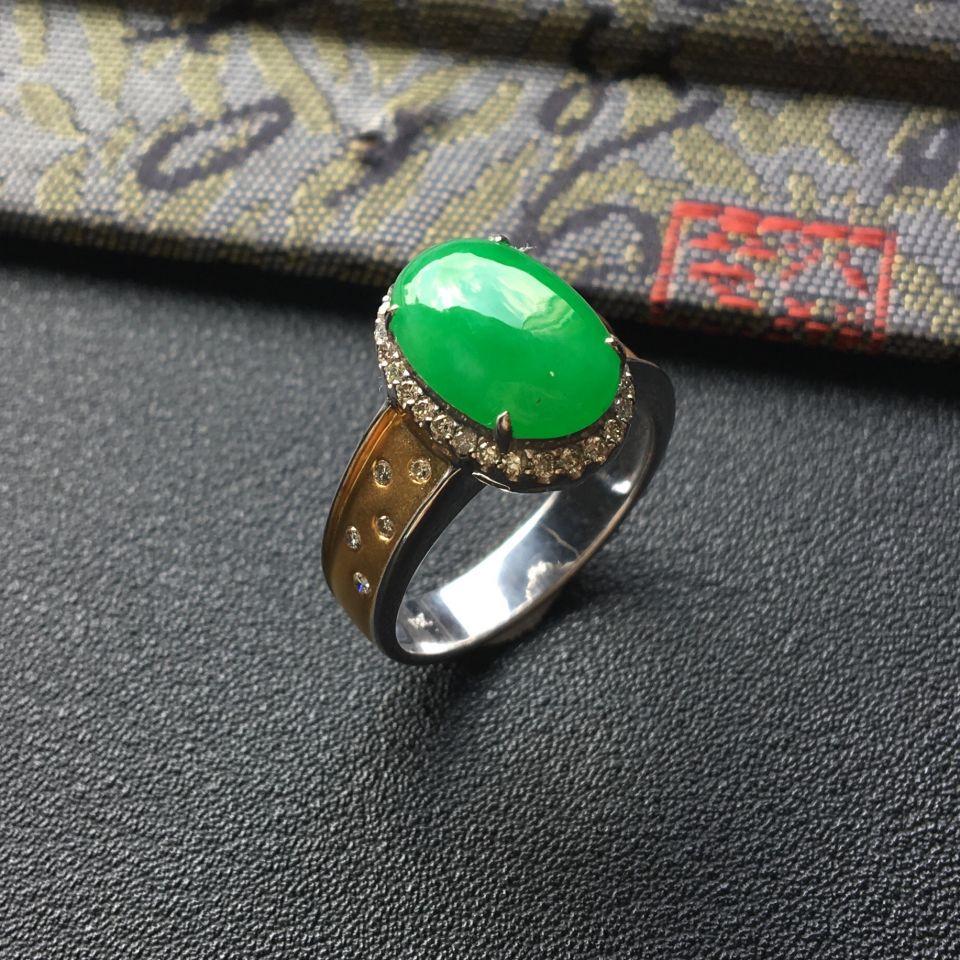 糯冰种翠色翡翠戒指 镶彩金钻石