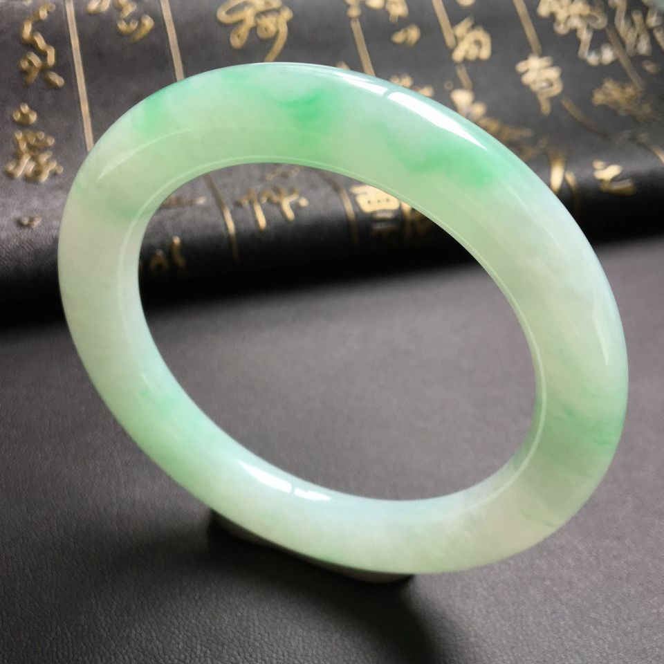 冰种飘绿翡翠手镯 (圆条)