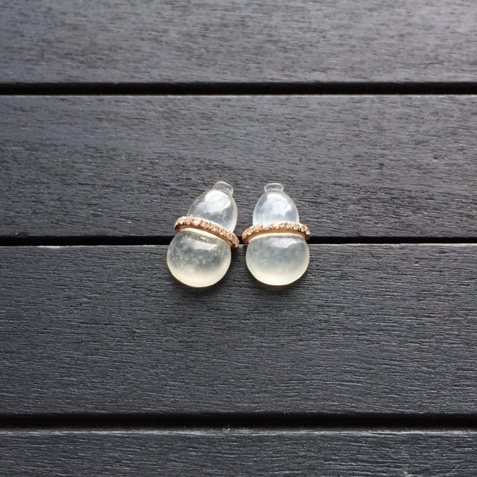 冰种淡晴水翡翠葫芦耳钉 镶玫瑰金钻石第3张