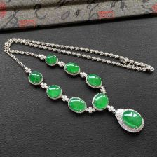 冰种阳绿镶白金钻石晚装翡翠项链