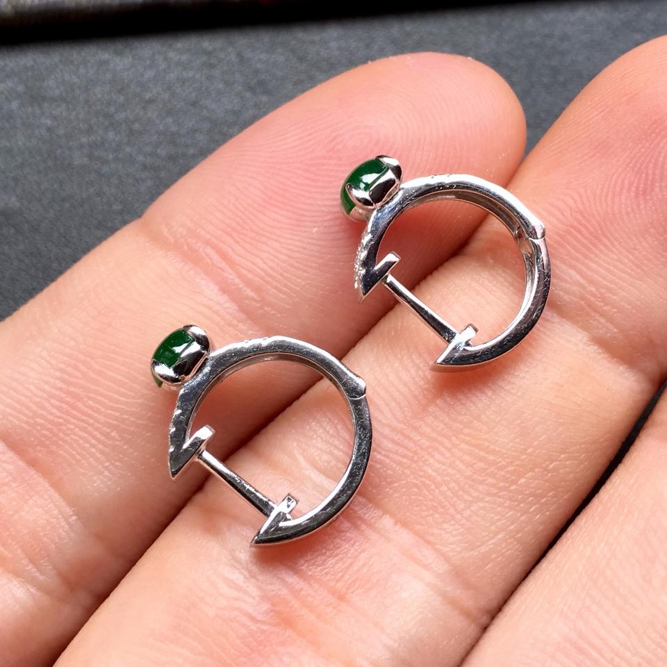 冰种阳绿镶白金钻石翡翠耳钉第8张