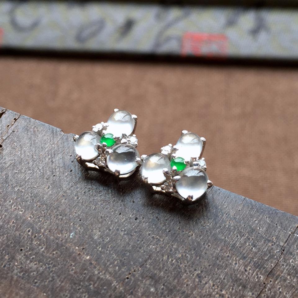 冰玻种起光花型翡翠耳钉一对 镶白金钻石第1张