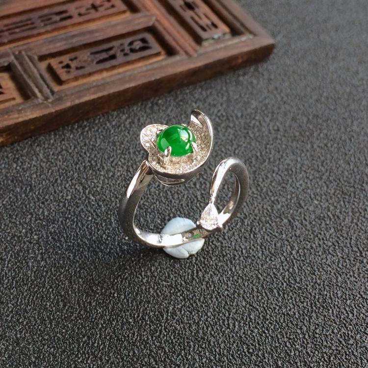 阳绿冰种翡翠(镶白金钻石戒指)