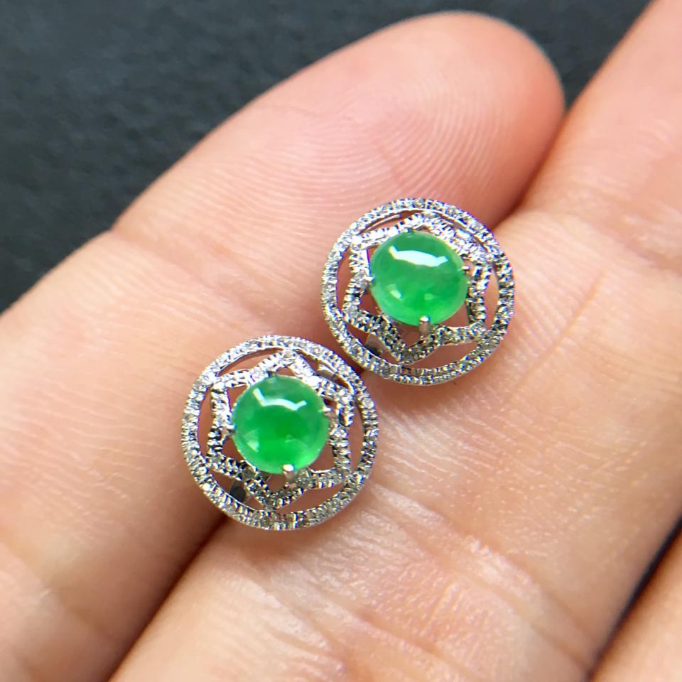 飘绿冰种翡翠耳钉一对 镶白金钻石