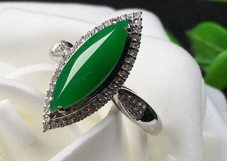 翡翠镶嵌戒指款式多多,其寓意又有哪些?