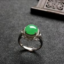糯冰种翠色翡翠戒指(镶白18k金钻石)