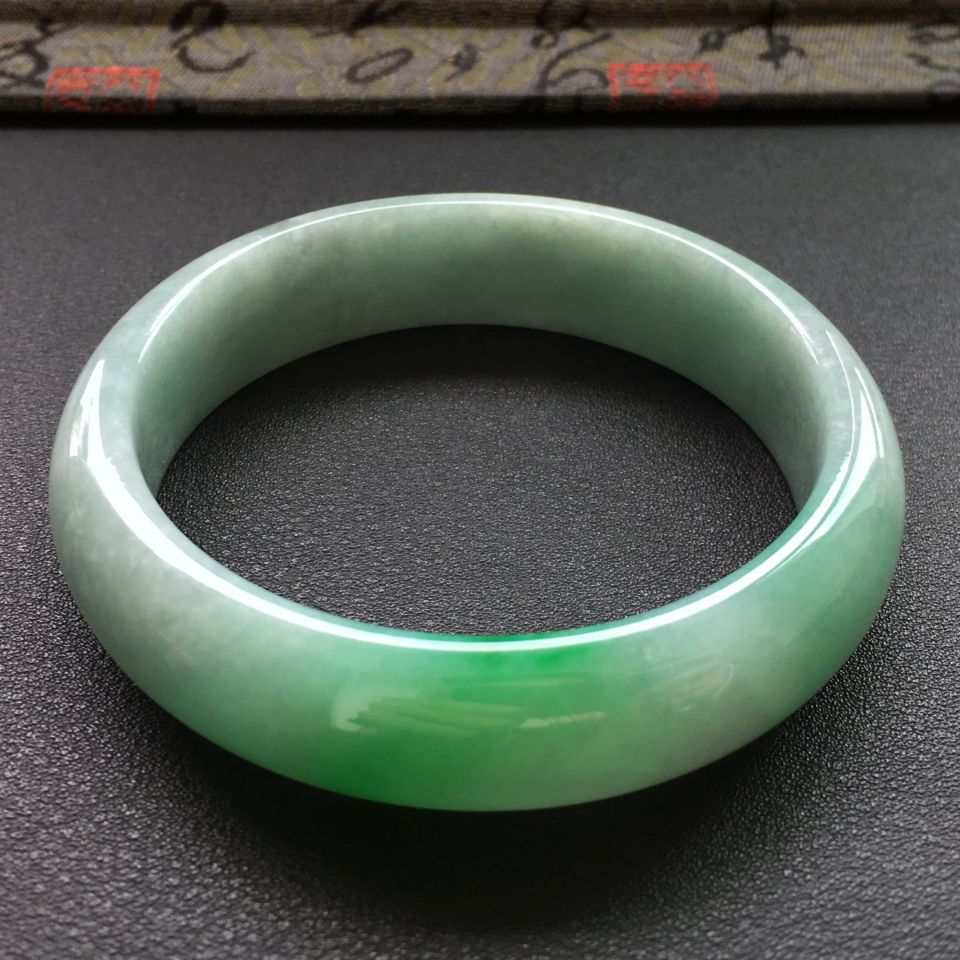 冰种飘绿翡翠手镯 (圆条)第5张