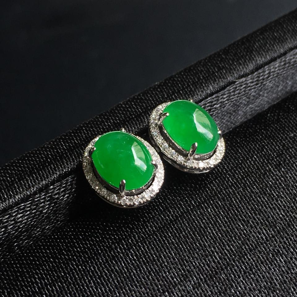 糯冰种阳绿蛋面翡翠耳钉 镶白18K金钻石第3张