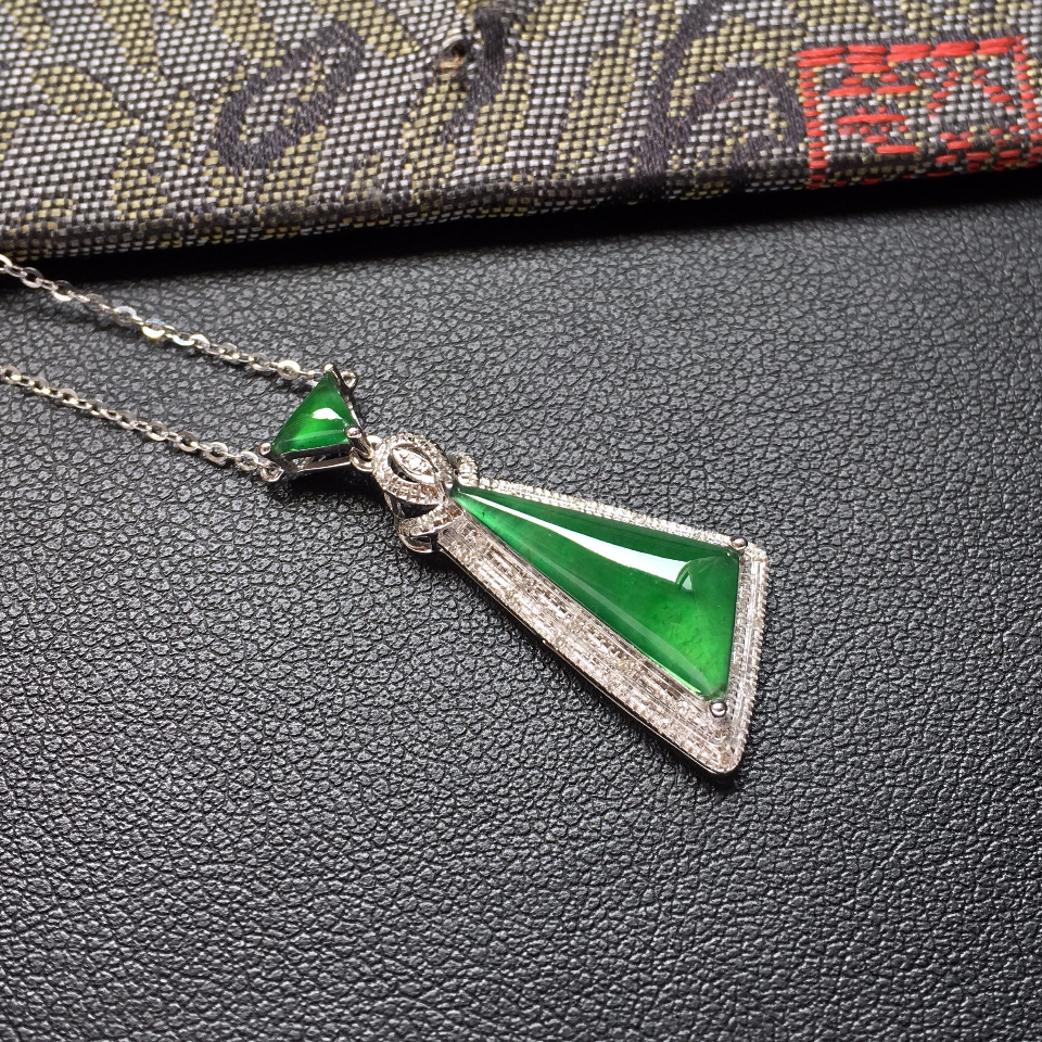 冰种深绿随形翡翠锁骨链镶白金钻石第2张