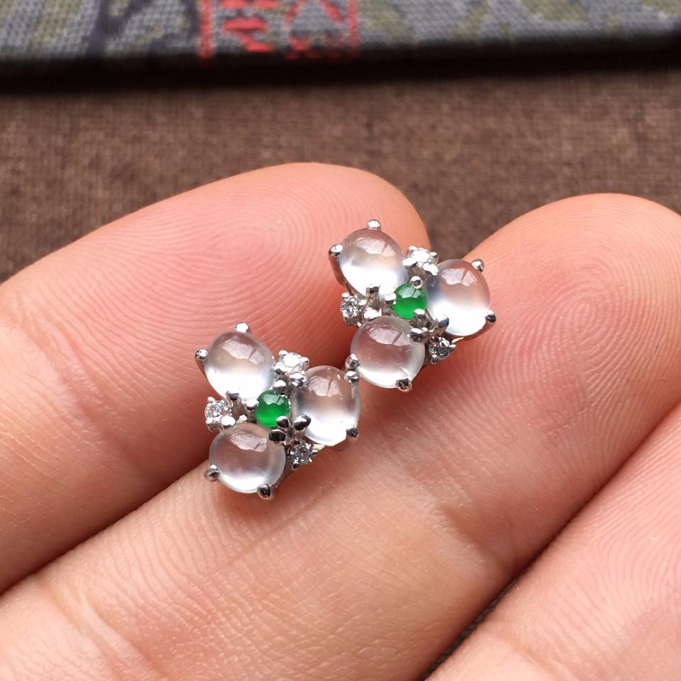 冰玻种起光花型翡翠耳钉一对 镶白金钻石第5张
