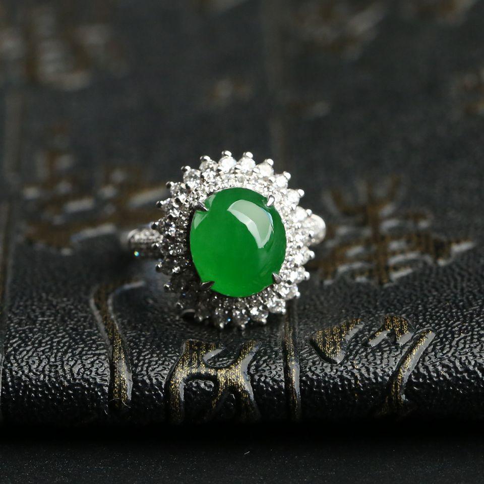 冰种阳绿翡翠戒指镶白金钻石