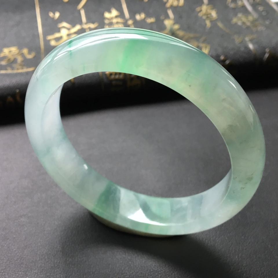冰种飘绿翡翠手镯 (贵妃)第1张