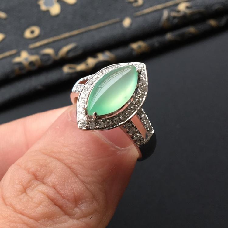 冰种晴水马眼翡翠戒指(镶白金钻石)
