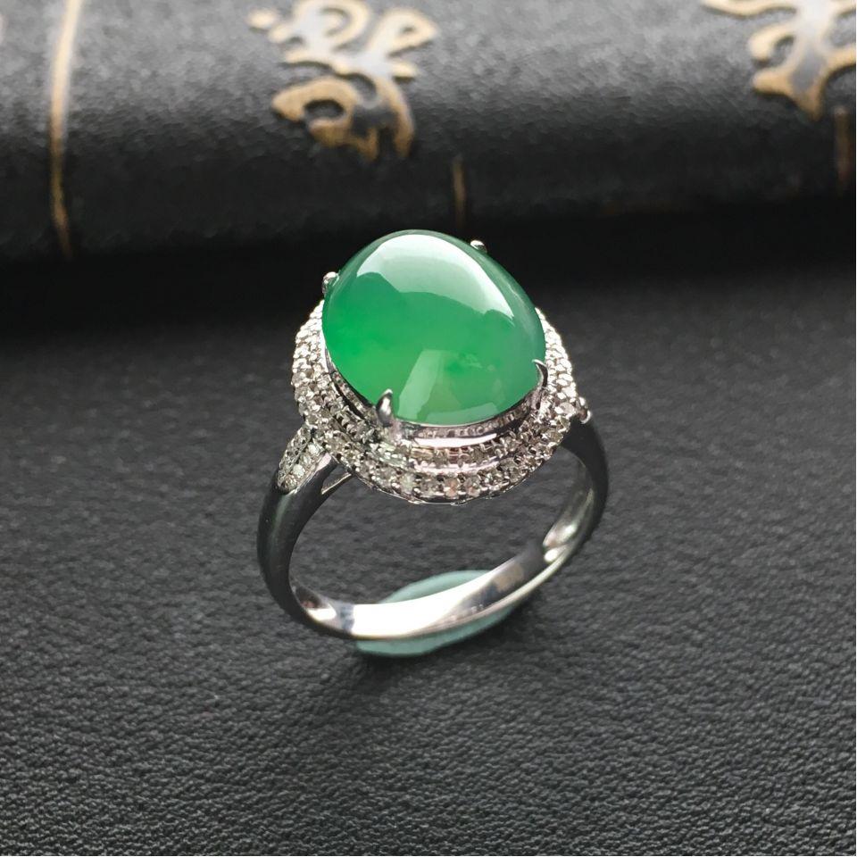 冰种飘绿翡翠戒指镶白金钻石