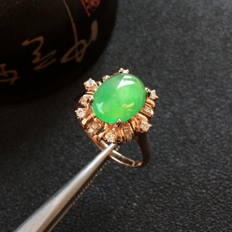 冰种黄杨绿翡翠戒指(镶玫瑰金钻)