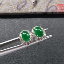 糯冰种深绿翡翠耳钉一对 镶白金钻石