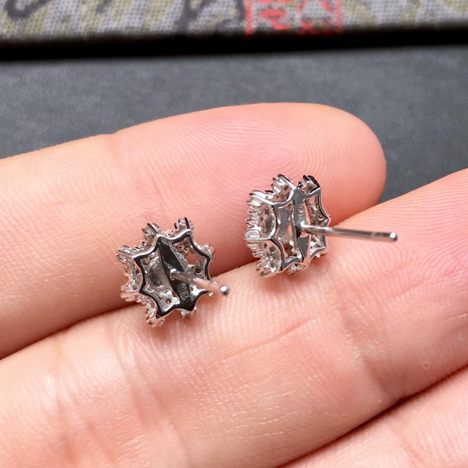 冰种阳绿雪花形翡翠耳钉一对 镶白金钻石第7张