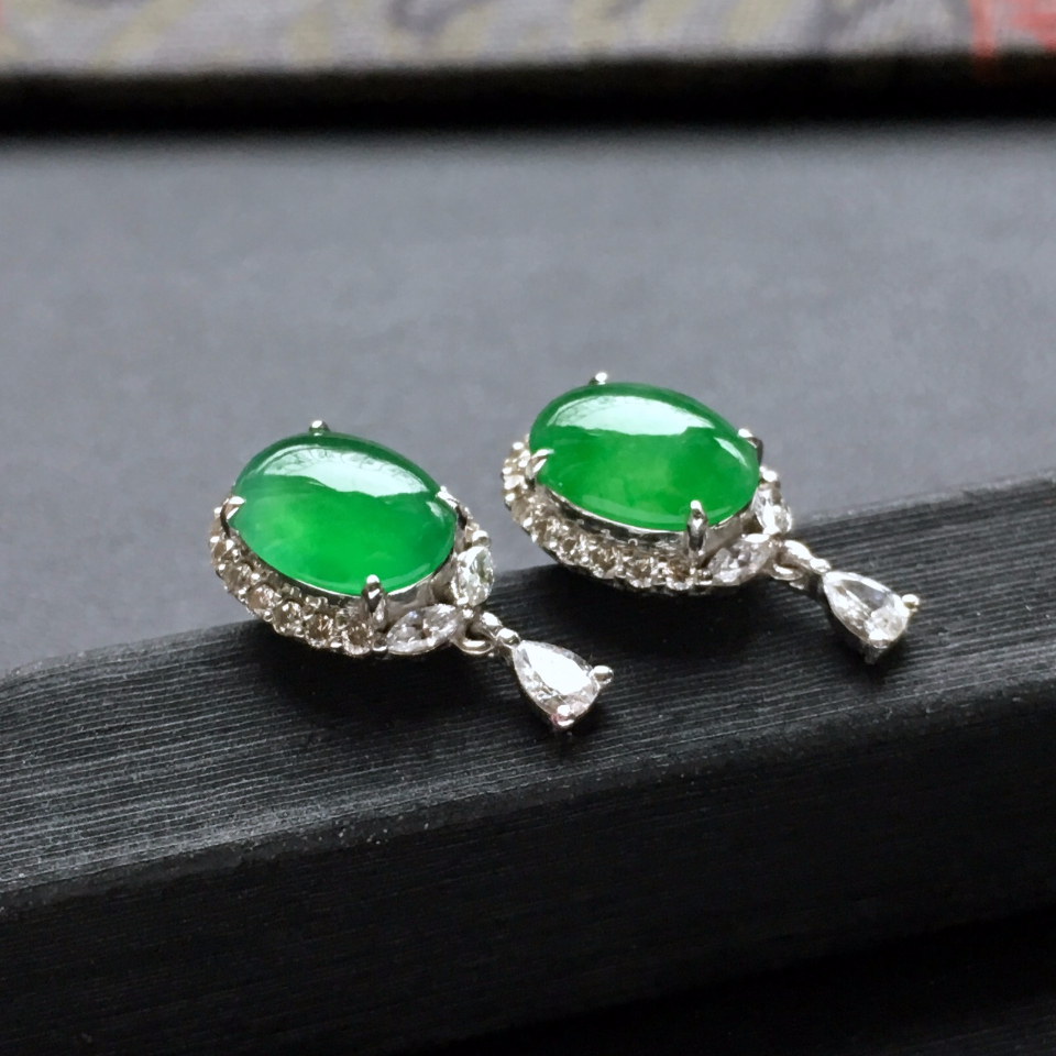 冰种阳绿翡翠耳钉一对 镶白金钻石第4张