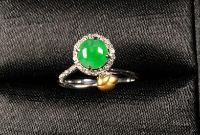 冰种满绿蛋面金镶钻天然翡翠戒指.jpg