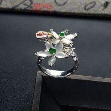 冰种无色花型翡翠戒指 镶彩金钻石