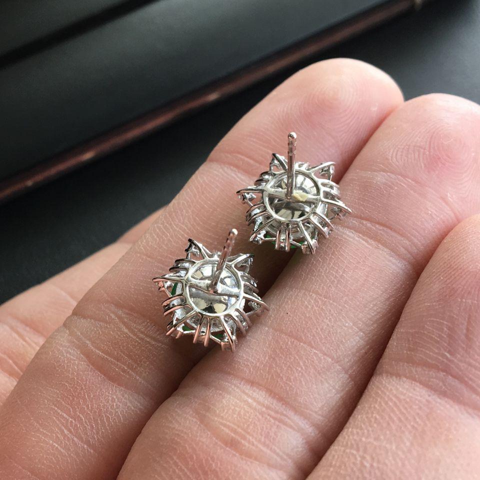 糯冰种飘翠翡翠耳钉 镶白金钻石第5张