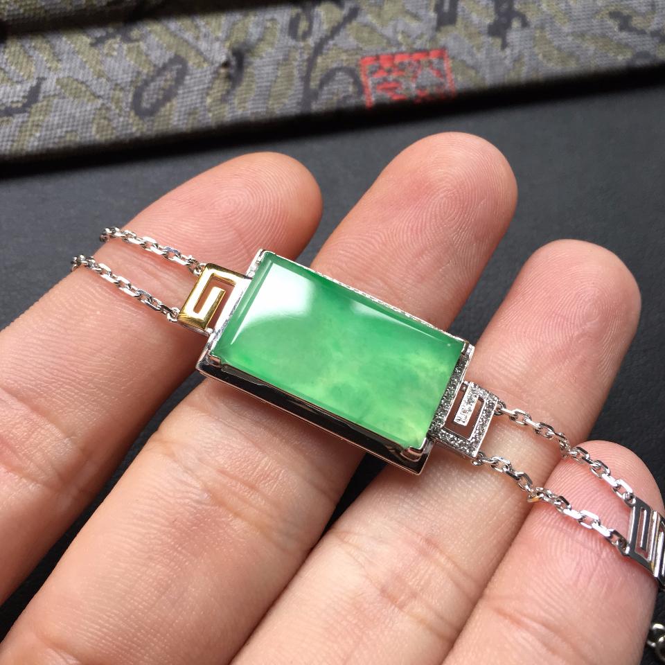 冰种翠色无事牌翡翠手链 镶白金钻石第6张