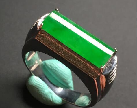 什么是全翡翠戒指?具体有哪些款式的戒指?