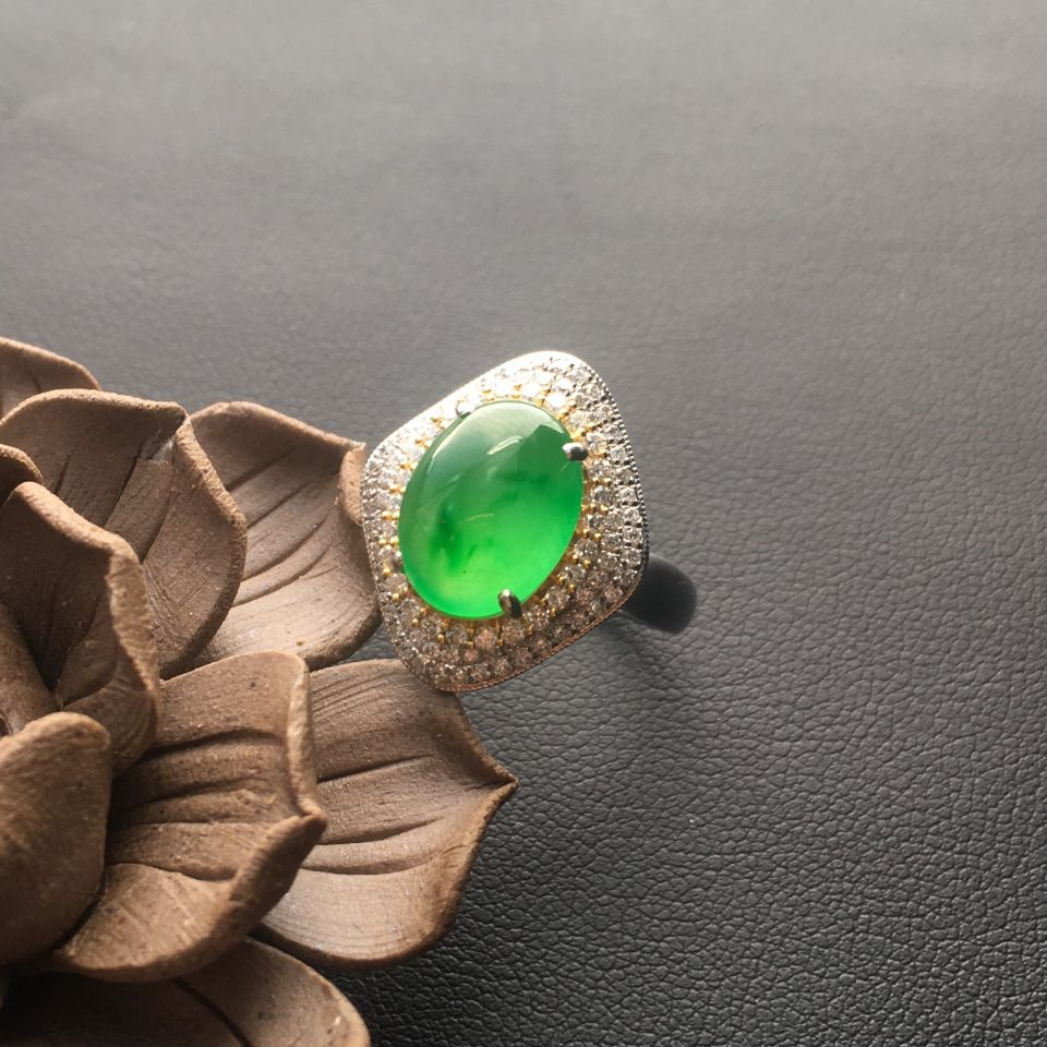 晴水飘绿冰玻种翡翠戒指 镶彩金钻石