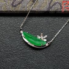 阳绿冰种随形翡翠锁骨链 镶白金钻石