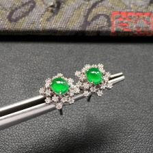 冰种阳绿雪花形翡翠耳钉一对 镶白金钻石